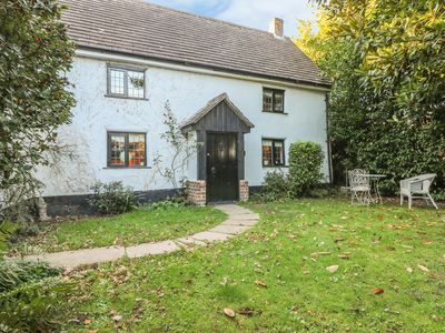 Photo for BUNTY COTTAGE, with open fire in Bashley, Ref 981113