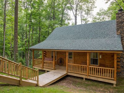 Photo for Great 3 bedroom cabin with pool table! Only 1.5 miles to Old Man's Cave!