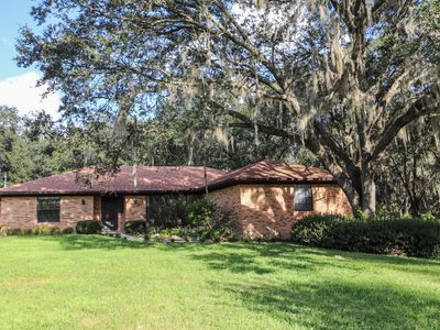 Beautiful Gainesville Home on 1 Acre. Relax in Paradise.