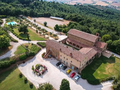 """Photo for Apartment """"Fra Melone"""" in Farmhouse with Pool and View of Lake Trasimeno"""