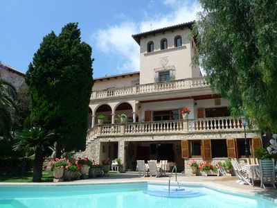 Photo for Villa in the center of Palma with pool and garden