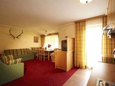 Photo for Holiday flat Bergzeit (4-7 persons / 2 bedrooms 1 WSR) - Bergzeit, Hotel