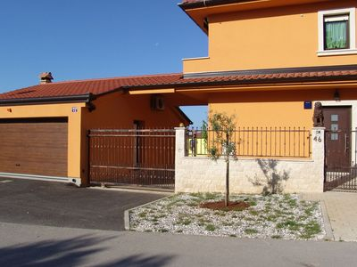 Photo for Comfortable apartment with fenced garden and outdoor terrace and grill, airco