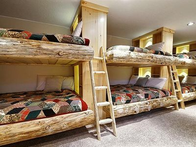 log bunk bed room 6 queen beds