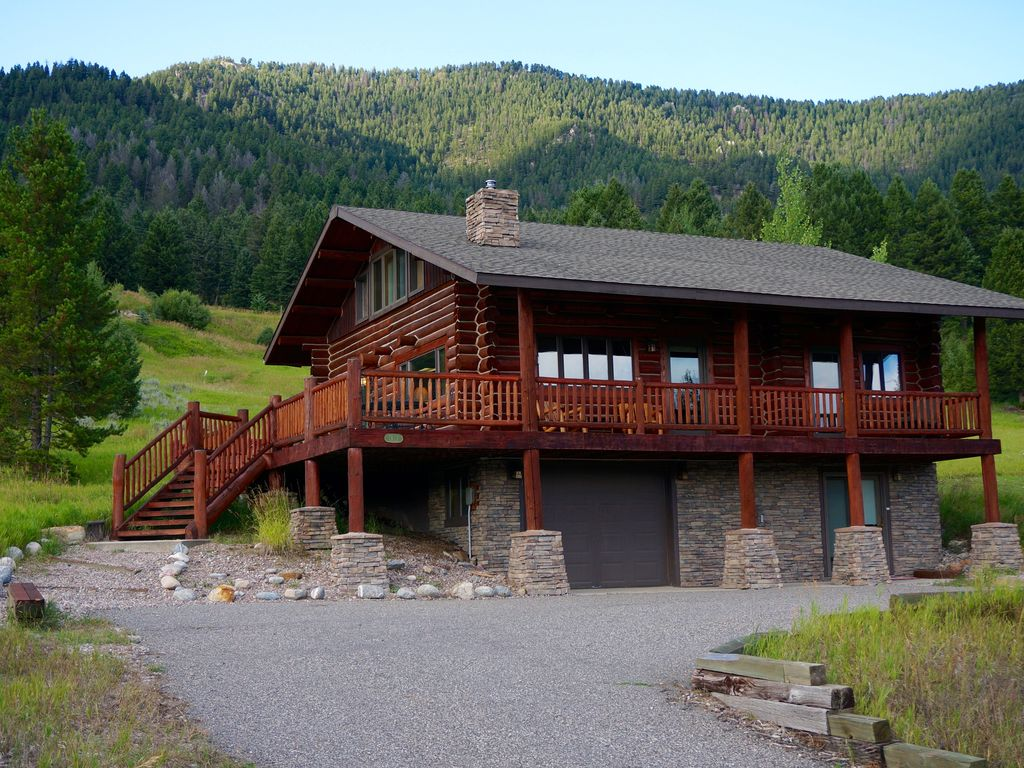Lovely log cabin in heart of big sky big sky montana for Big sky cabin rentals