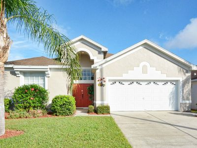 Photo for Family friendly, 10 mins to Disney, WIFI, Resort style amenities, Backyard pool