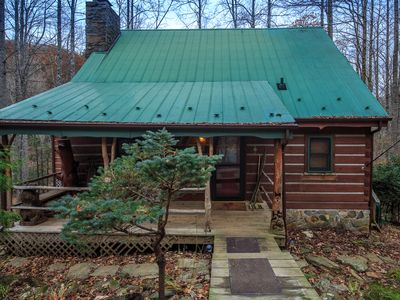 Log cabin minutes from Boone with ponds/ trout stream & plenty of room to roam