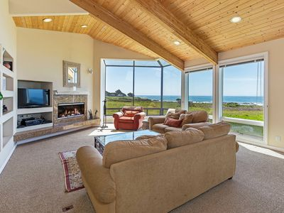 Photo for Oceanfront house with deck, private hot tub, WiFi, good for couples