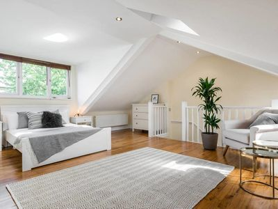Photo for (3) Beautifully designed 3 bed flat - Belsize Park