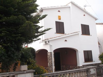 Photo for Spacious house with community swimming pool, tennis court, squash court and WIFI