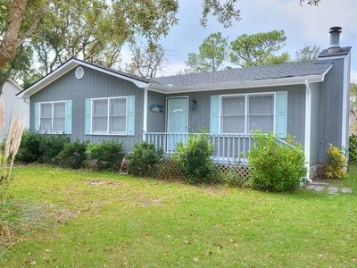 Photo for Beautiful,3BR/2BA-Pet Friendly Home in Private Location-3Minutes 2 Beach-Sleeps8