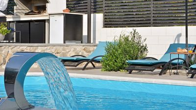 Photo for Elegant apartment Harmony with swimming pool - EOS-CROATIA