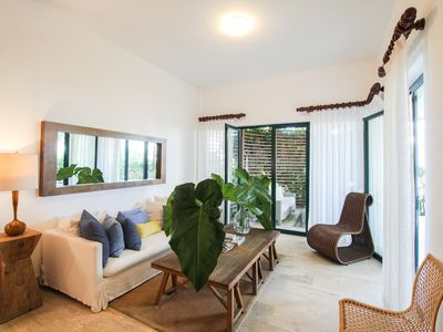 Photo for Breezy, new apartment w/ terrace & shared pools/spa/gym - steps to the beach!