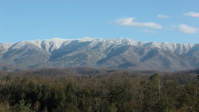 9 BR Lodge in Gatlinburg Falls, Amazing View of Mt. Leconte, Home Theater, Hot T