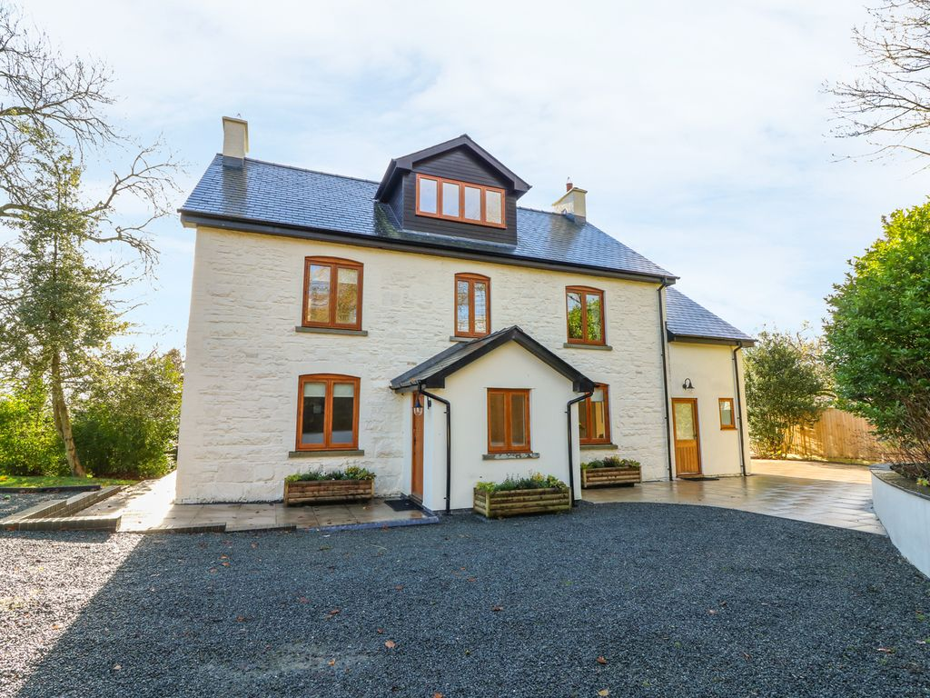 bedroom eco detached holiday friendly mid to rent luxury llandovery building rental in wales house cottages curvaceous