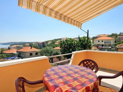 Photo for One bedroom apartment with terrace and sea view Sali, Dugi otok (A-8110-a)