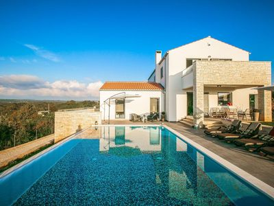 Photo for Luxury villa with infinity swimming pool, outdoor jacuzzi and garden