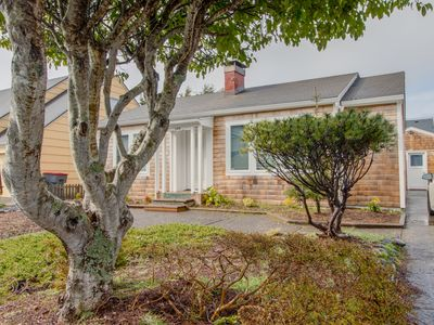 Photo for NEW LISTING! Updated, dog-friendly home, 2 blocks to beach/promenade!