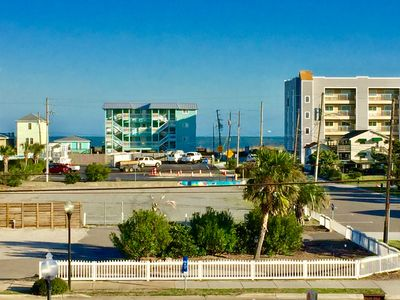 """Photo for """"Olive the Beach"""" Driftwood Villas suite 203"""