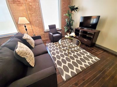 Photo for Big Comfy 2 Bedroom Apartment in Downtown Dallas (RS425)