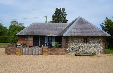 Photo for Delightful Pet and Family Friendly 2 bedroom Cottage in Challock, Kent