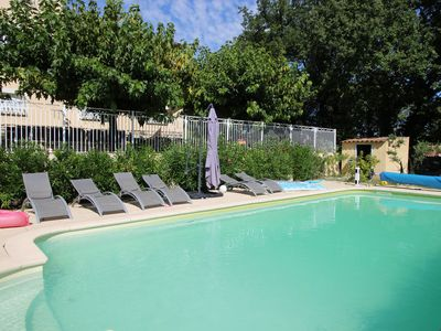 Photo for 6-bedroom house with heated pool and superb views in the Apt hills in the Lubero