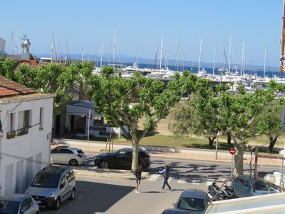 Photo for PES. Flat in perfect condition in Roses center at 70m to the beach.