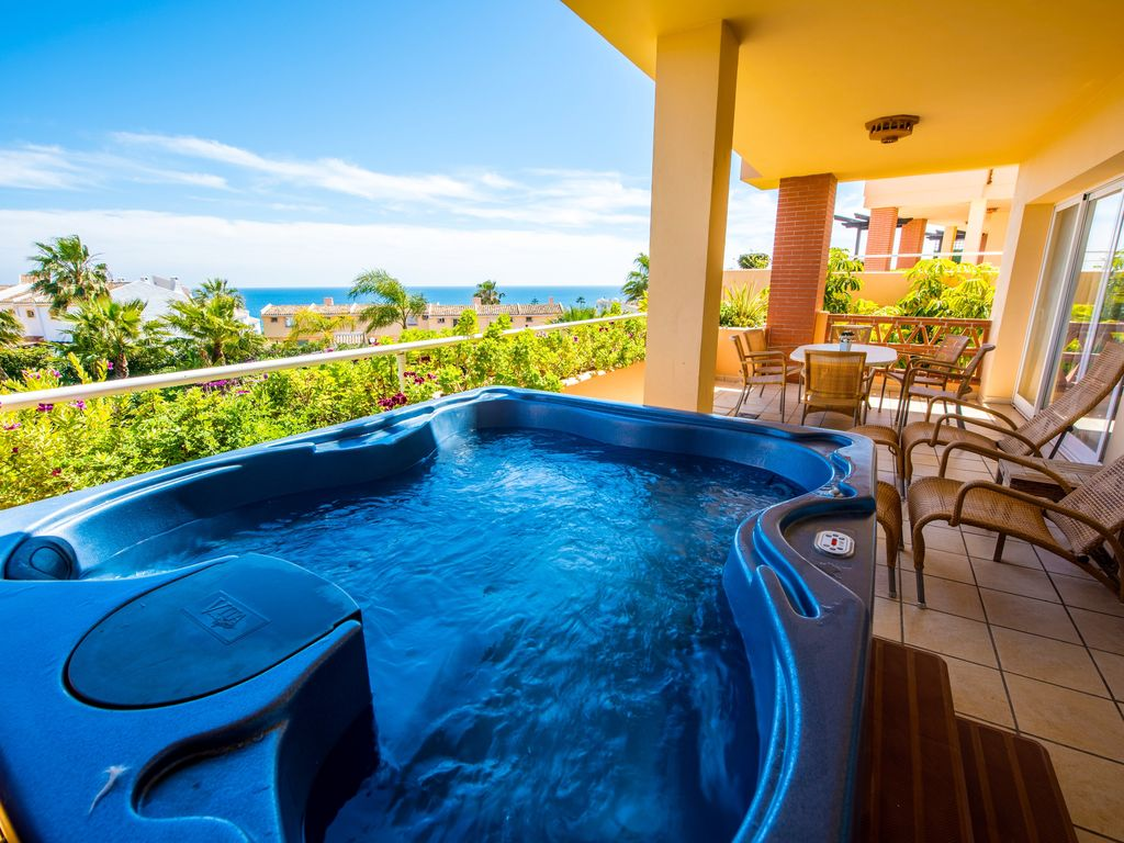 Malibu 7: Modern 2BR Sea View Apartment With Hot Tub in Malibu ...