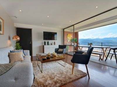 Photo for Modern Two Bedroom Unit with Spectacular Views