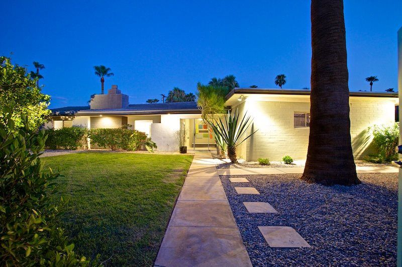 Mid Century Movie Colony - 3 Bed 2 Bath Home