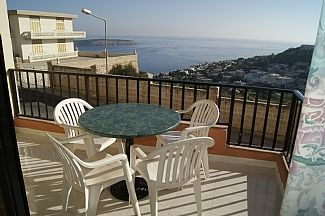 Nice Seaviews from balcony with Garden/furniture