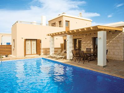 Photo for Well-located villa with 3 en suites, pool and Wi-Fi close to a resort