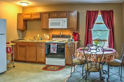 Inside the home, you'll find comfortable accommodations for 5 guests to enjoy!