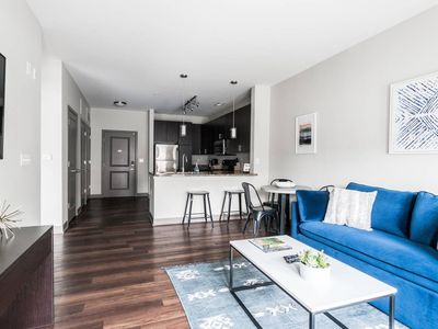 Photo for Deluxe Apartment Near Military Park by Mint House