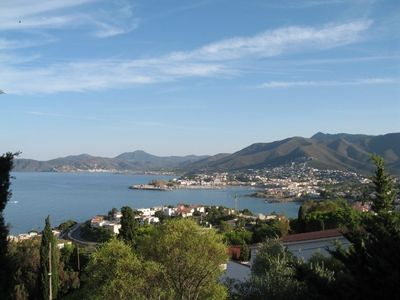Photo for Spacious and sunny apartment for 5/6 persons in Llançà, Costa Brava.