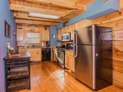 Photo for Gorgeous loft style cabin, open floor plan, perfect getaway!