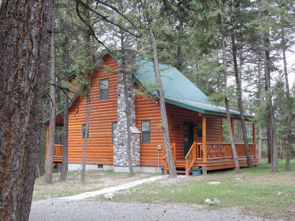Bullet hole cabin borders national forest h vrbo for National forest service cabins