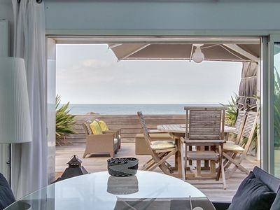 Photo for House waterfront, large terrace and feet in the water -Balcon sur Arromanches