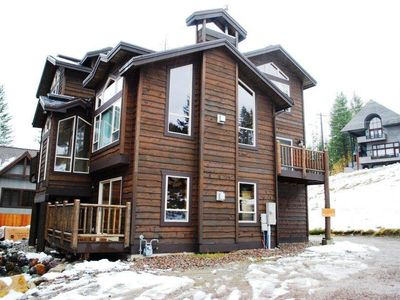 Photo for Renovated 5bed/5ba, Bunk room, Hot tub, Sauna, Ski-in/Ski-out Access