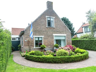 Photo for Comfortable holiday villa in the heart of Burgh Haamstede