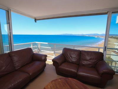 Photo for 2 bedroom duplex penthouse with capacity for 4 people in front of the beach and vi