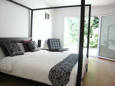 Master Bedroom with King Size 4 poster bed & terrace