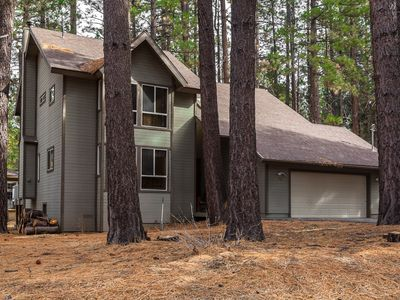 Modern 3 bedroom & 3 Bathrooms. Steps to Snow Summit. Close to Village and Lake.