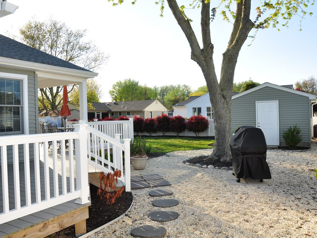 centrally located ranch home with fenced in vrbo