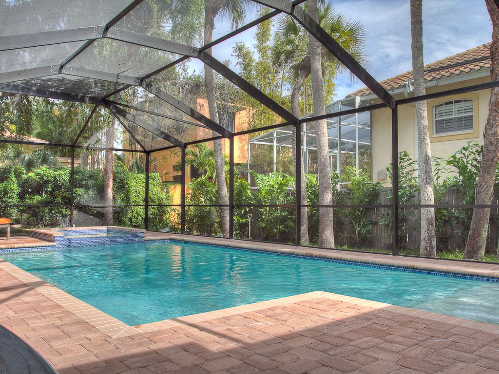 Large Modernized Siesta Key Vacation Home A Short Walk To Beach