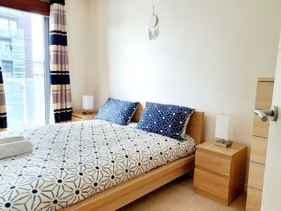 Photo for Airy 2 Bed, 2 Bathroom With Balcony & Free Parking