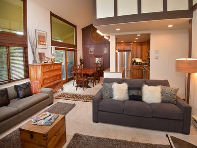 Photo for Lovely Lionshead Condo w/ Mountain Views, Hot Tubs, Short Walk to Ski Slopes