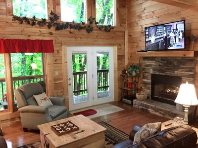 Quiet - Charming - Perfect Location! Minutes from Gatlinburg & Pigeon Forge!