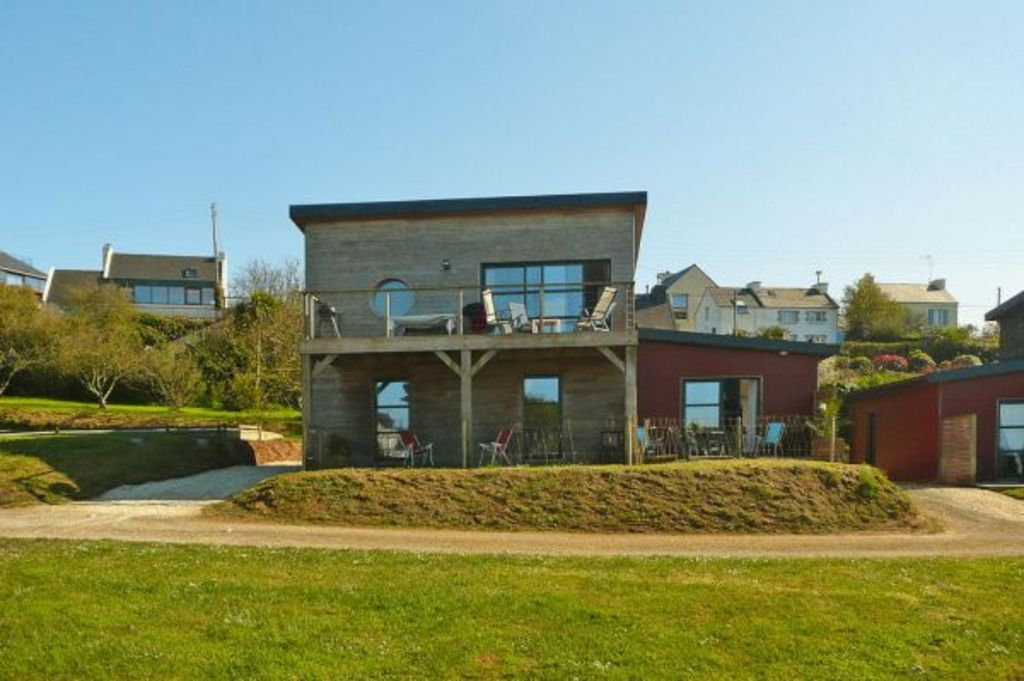 House With A Beautiful View Of The Harbor Of Aber Wrac H