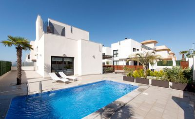 Photo for Luxury villa, private pool, grounds, air conditioning, free Wi-Fi, close to the beach